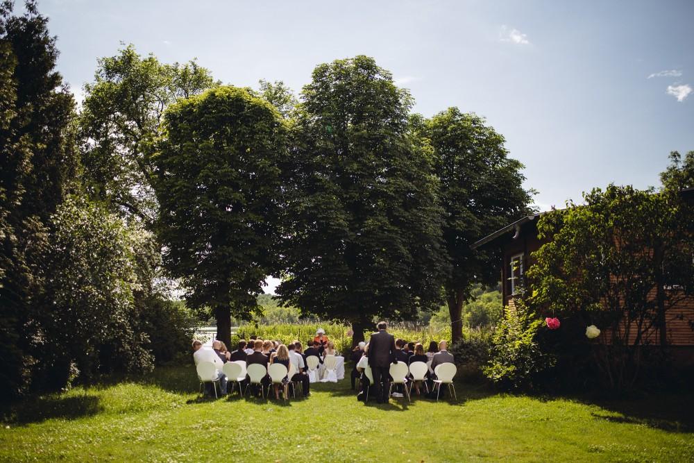 Freie Trauung im Sommer Garten am See