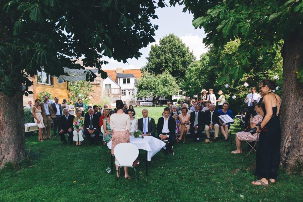 Freie Trauung im Garten Hochzeitslocation Brandenburg Berlin Scheune