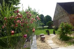 Ginster und Rosen im Haus am Bauernsee