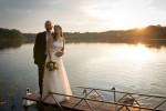 Hochzeit am See - Brautpaar auf dem Steg