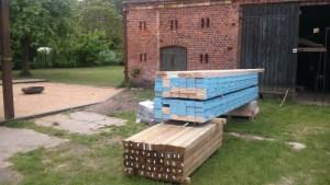 Holz für den selbstgebauten Sichtschutz, Sitzgelegenheit Zaun