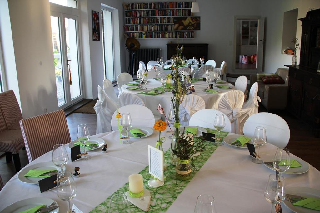 Saal gartenseitig zum See. Hochzeitsfeier Berlin