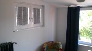 Plissees an beiden Seitenfenstern