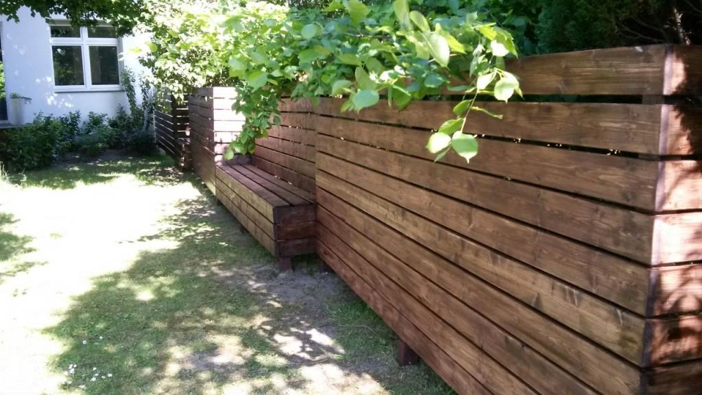 Zaun selbstgemacht mit Sitznischen