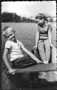 Kinder-auf-boot-bauernsee