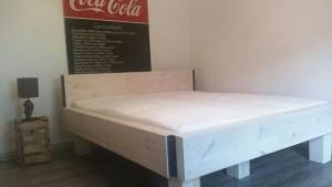 Bett selbstgebaut
