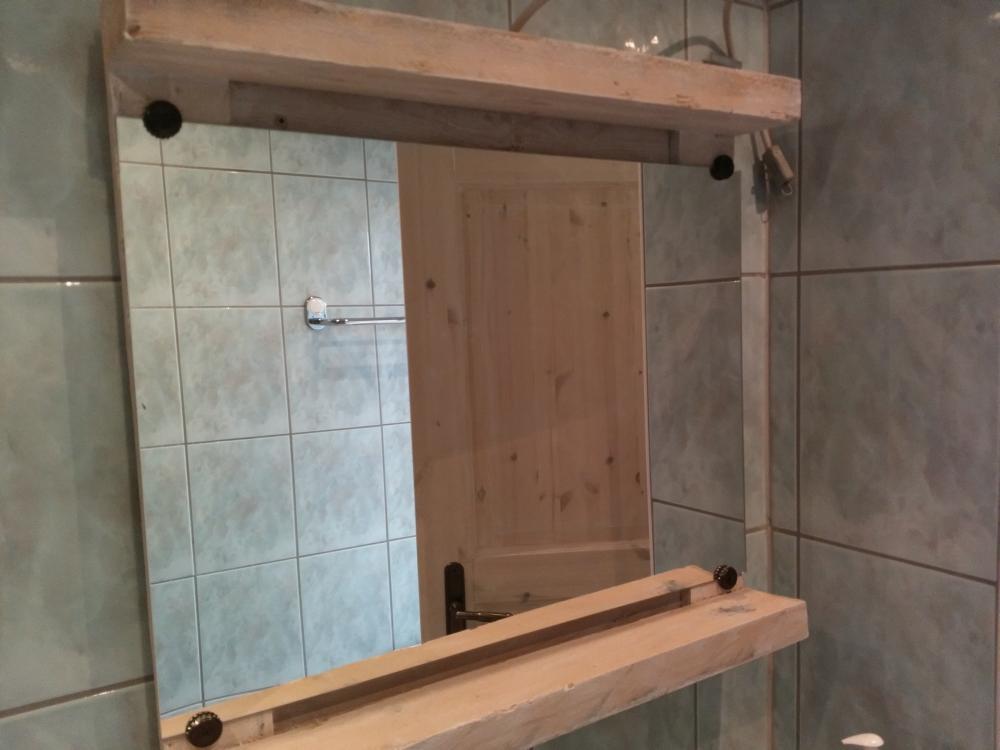 Spiegel im Badezimmer oben