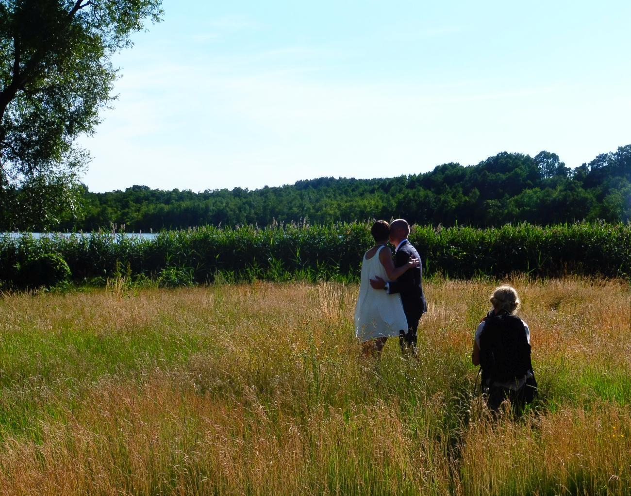 Blumenwiese vor dem Seehaus für Hochzeitsbilder