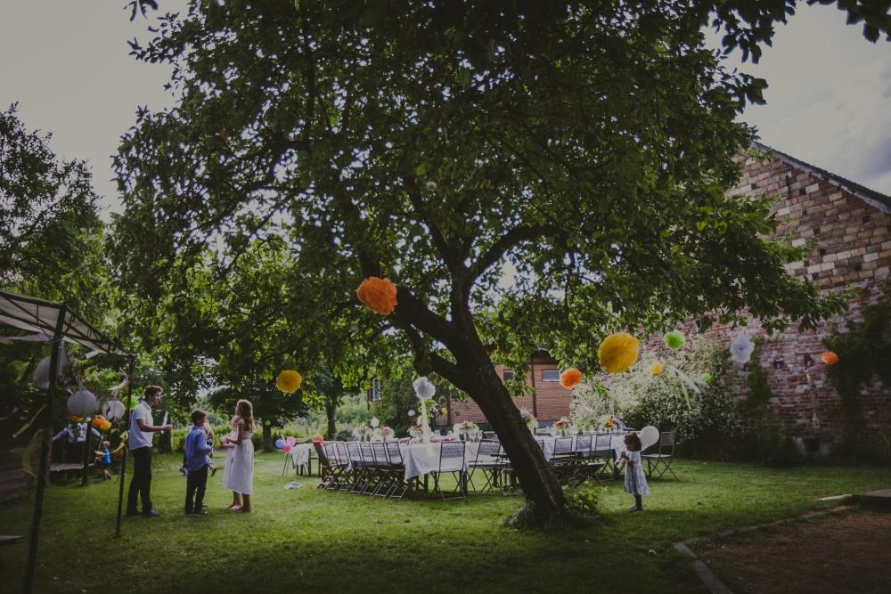 Feiern unter dem apfelbaum