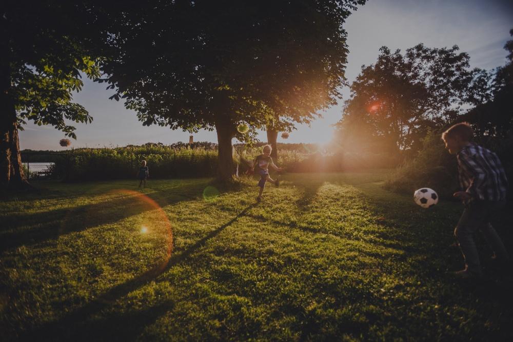 Spielende Kinder im Haus am Bauernsee