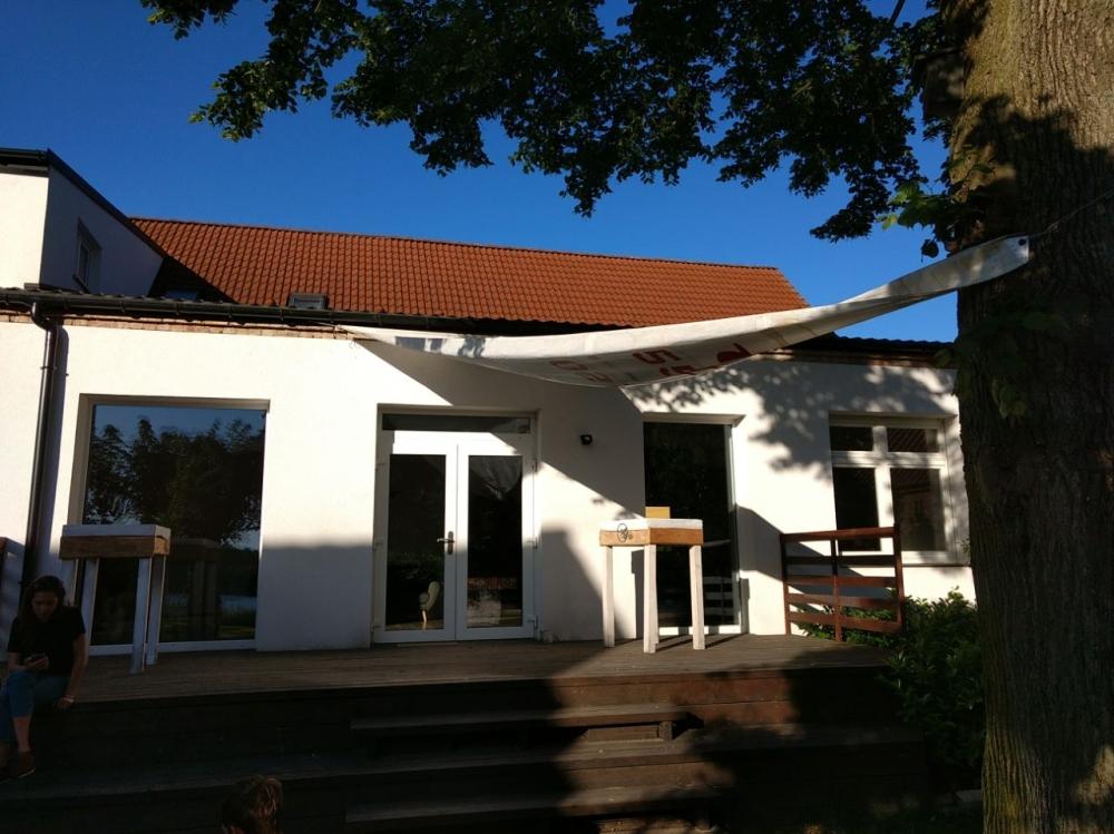 Sonnensegel-Terrasse-Haus-am-Bauernsee