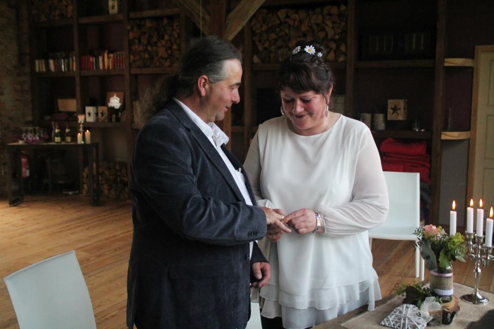 Haus-am-Bauernsee-Garten-Hochzeit-Trauung