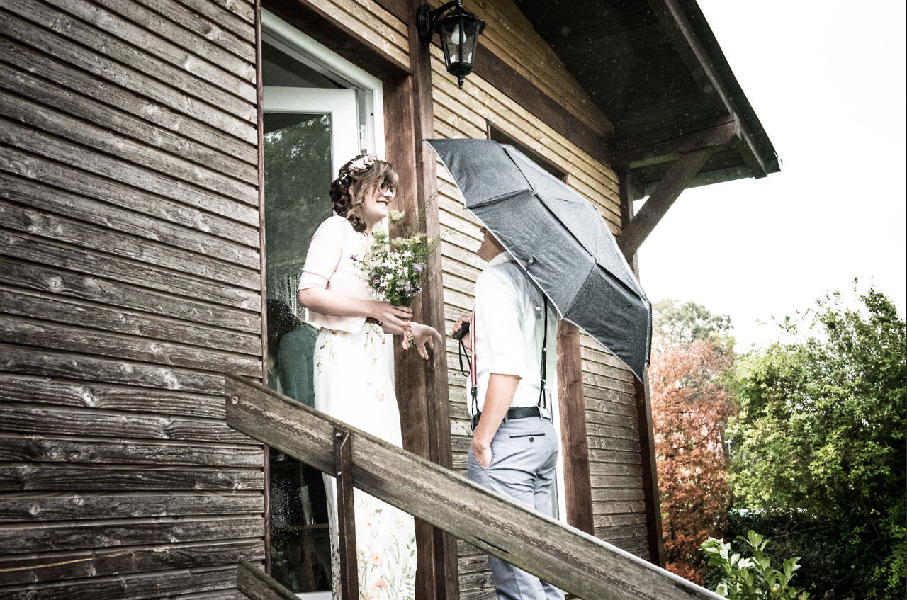 Bräutigam holt Braut ab