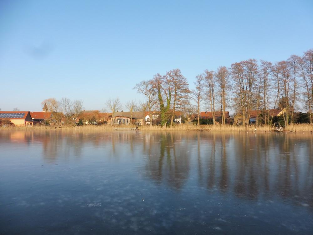 Zugefrorener Bauernsee 2