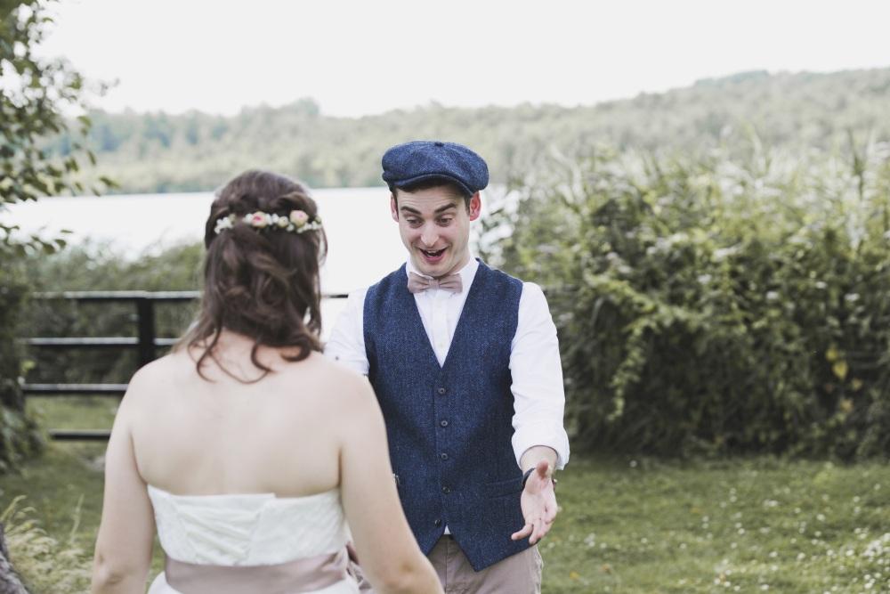 Hochzeitspaar im Garten Sommer